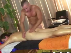 Straighty amateur gets oil and massaged by a dude