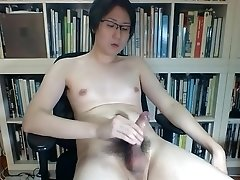Singapore boy shoots a big cum load while camming